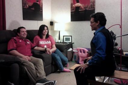 José Octavio conversa con dos de los protagonistas
