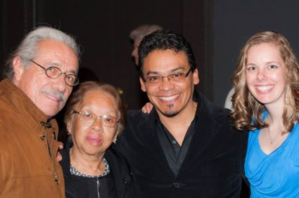 Edward James Olmos, la mamá de José Octavio, José Octavio y Alexandra, su esposa,el día de la presentación del documental en Bloomington.