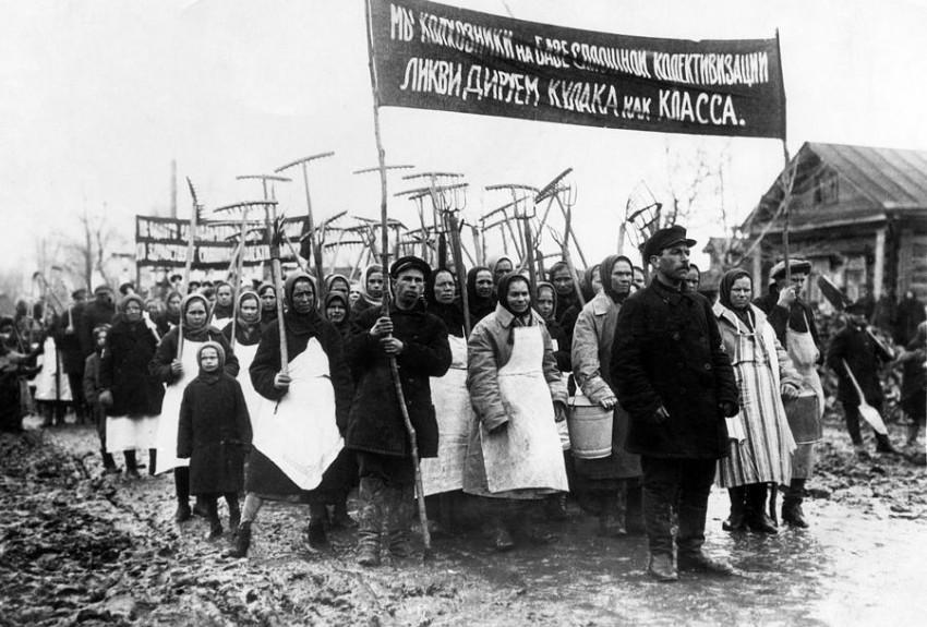 Campesinos soviéticos en torno a 1931. Fotografía tomada de la página AC Voice del Amherst College de los EEUU