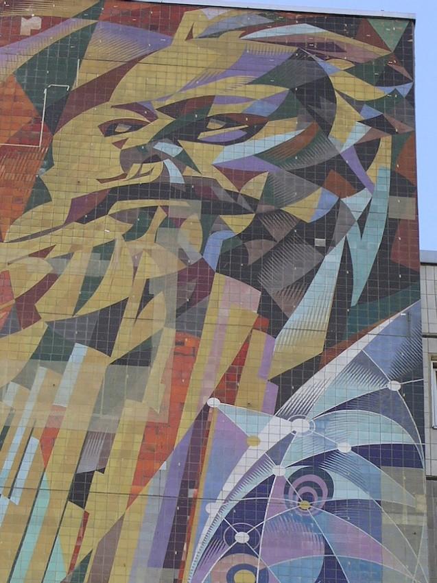 Marx, arriba. Cabra, fuera. Panel derecho del Erzihungszentrum de Halle