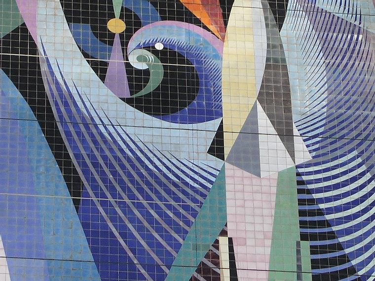 Un detalle de los azulejos del mural de la escalera izquierda de Halle Foto F.B.
