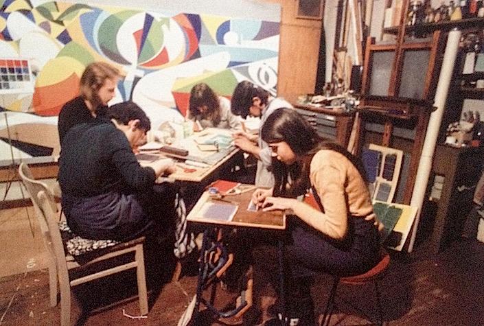 El taller de Renau en , donde sus alumnos colaboran en tareas para el mural de Erfurt