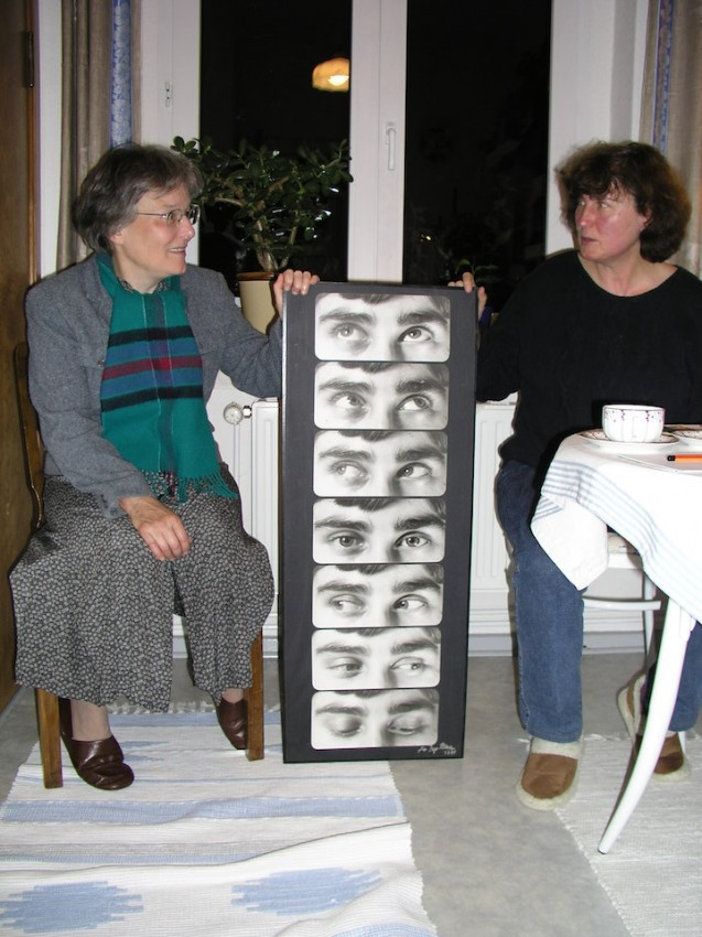 Marta Hofmann, izquierda, e Inge Denev, derecha, con un fotomontaje de Inge al estilo reanudiano. Foto F.B.