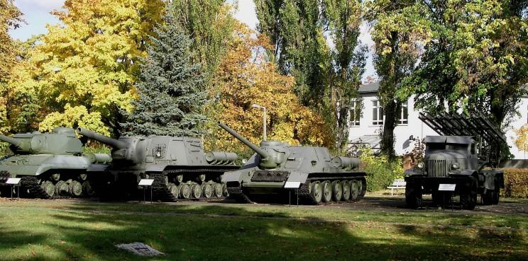 Tanques soviéticos en el jardín del palacio Tal, en el barrio de Karlshorts donde se firmo el armisticio en 1945