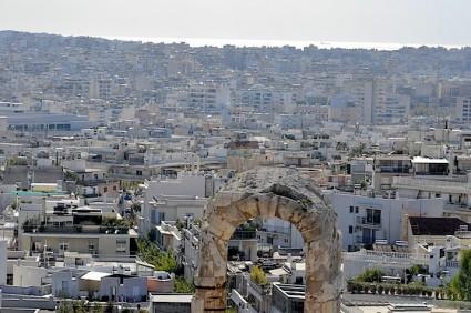 Esto que parece, y es, un caos urbanístico, visto desde la calle es un hormiguero de vitalidad imagino que igual que la que había en la Atenas de Pericles, solo que hoy Pericles vive en Berlín.