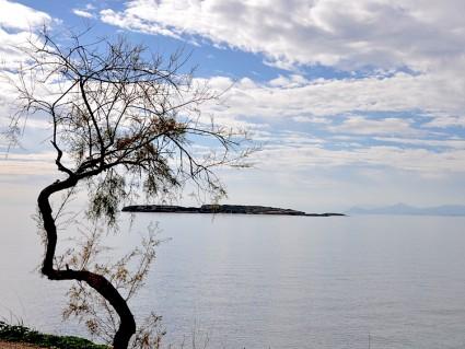 Las montañas del fondo creo que pertenecen a la isla de Egina.