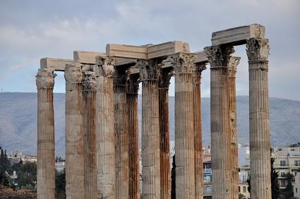 Capiteles jónicos del templo de Zeus Olímpico, que se quedó sin refugio hace siglos, pobre viejo.