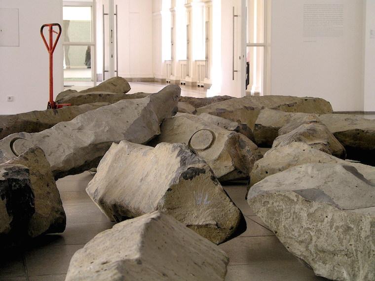 Fragmento (literal) de una exposición de Joseph Beuys en el museo de la estación de Hamburgo de Berlín en 2006. Beuys nació en la RDA.