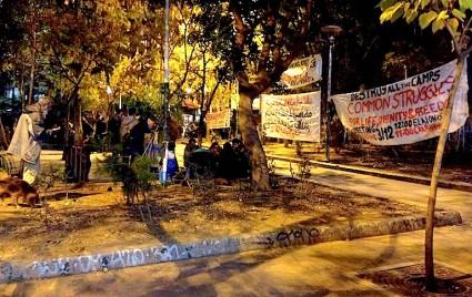 La plaza Exarquia una noche después del tumulto.