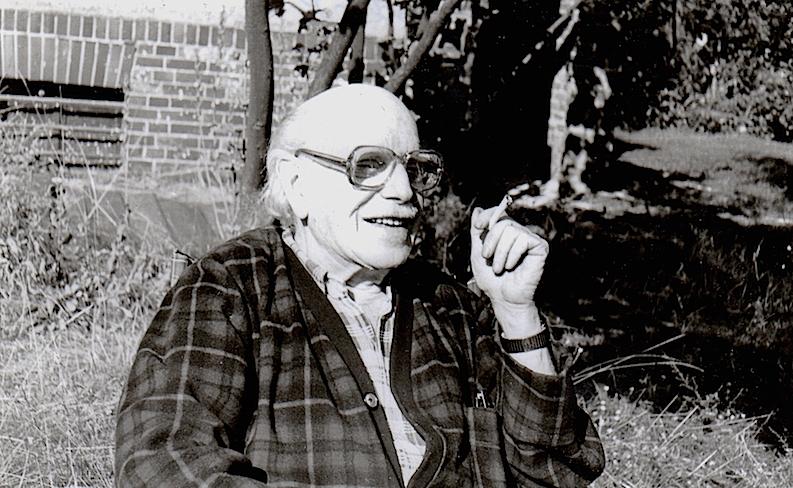 Renau en el jardín de su casa, donde recibía en verano a sus visitantes españoles.
