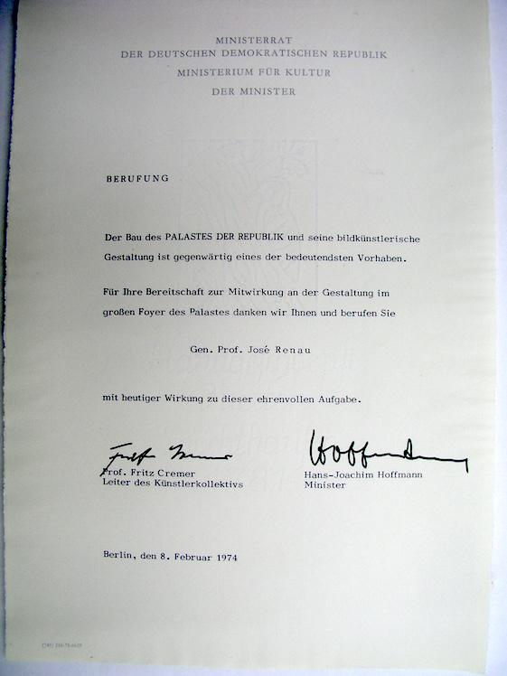 Carta del ministro de cultura de ls RDA y del invitando a Renau a participar en la decoración del Palacio de la República, entonces en construcción. A Renau le sobraba trabajo.