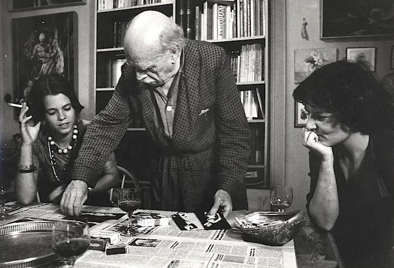 Marta Hofmann, a la derecha de la fotografía, cedida por Petra Flierl, a la izqiuerda, era el activo humano más preciado por Renau en sus proyectos españoles. Pero la muchacha estaba hecha de una pasta especial, y el capitalismo no le sedujo.