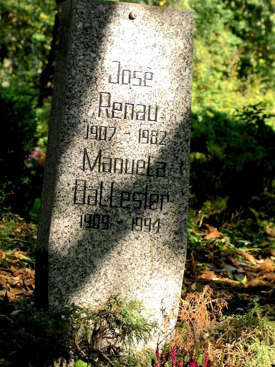 Tumba de José Renau (y de su esposa) en el cementerio de Friedrichfelde de Berlín-Lichtenberg, reservado para héroes y víctimas del Fascismo.
