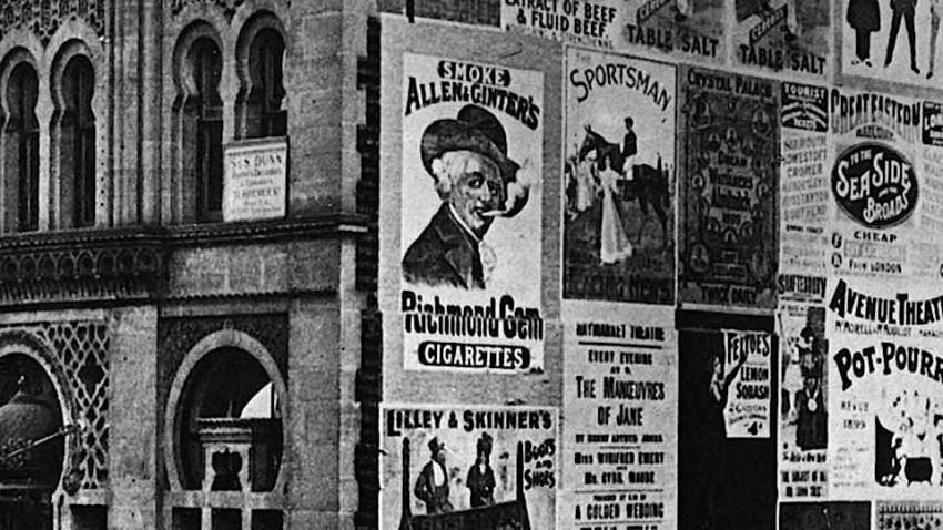 """Carteles en Leicester Square, Londres, 1899. Ilustración tomada de la página """"nocionesunidas.com"""""""