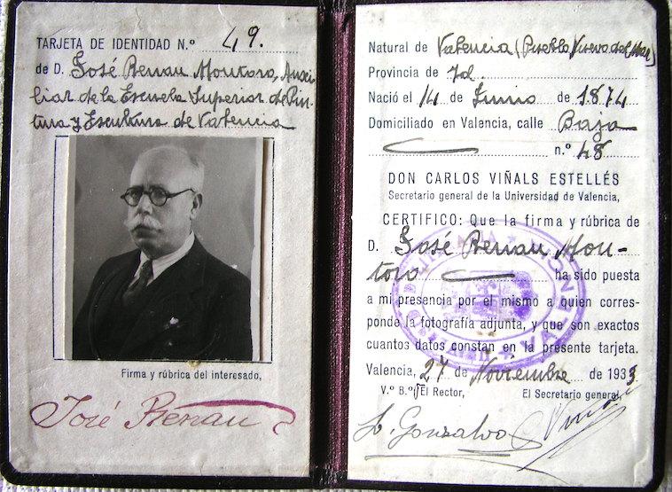 Cédula de Identidad de don José Renau datada en 1933. Foto del archivo de Teresa Renau