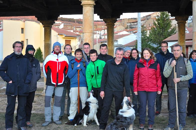 A la izquierda de Fernando, Teresa Cebrián, Consellera de AGricultura de la Generalitat Valenciana, que hizo el recorrido de la trashumancia de Mosqueruela a Vistabella. Al rededor, amigos y colaboradores de Fernando Robres.