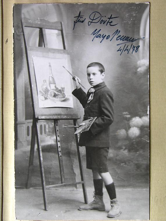 Pepito Renau posando como artista en ciernes. Archivo de Teresa Renau.