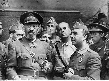 Los generales sublevados Moscardó, Varela y Franco, en Toledo.