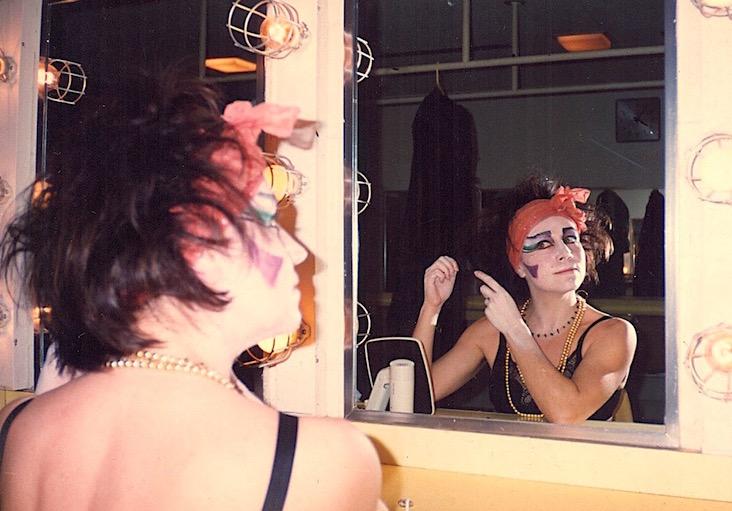 """Antonia preparándose para """"La Parranda"""", que ella misma dirigió."""