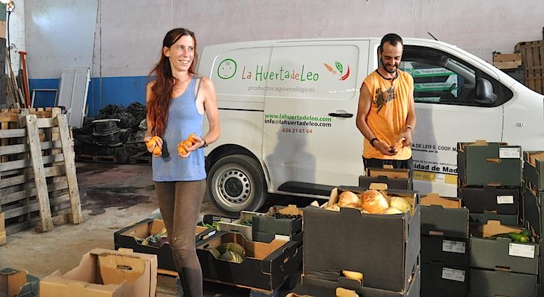Raquel y XX, de La Huerta de Leo, que comparte almacén con  Ecosecha.