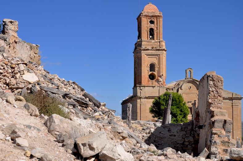 El pueblo de Corbera d'Ebre quedó destruido, y hubo que reconstruir una nuevo.