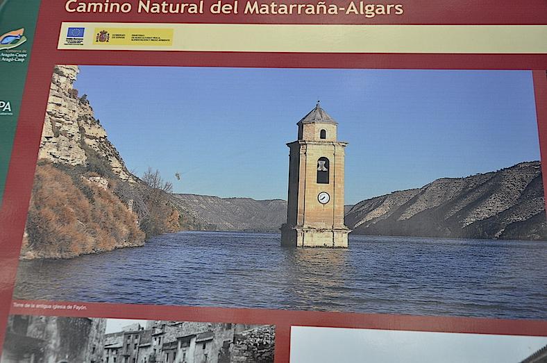 La torre de la antigua iglesia de Fayón, sumergida su iglesia y el resto del pueblo en el Ebro.