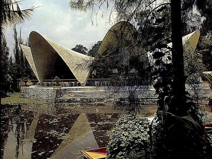 Fotografía extraída de la página http://amigos-del-polyforum.blogspot.com