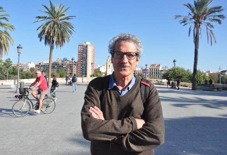 Fernando Pérez frente a las puertas de Serranos de Valencia.