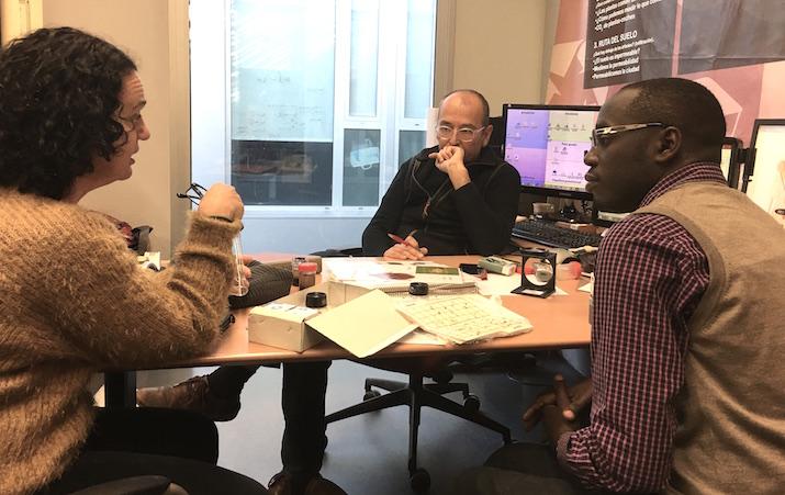 Fanny y David en una reunión con el profesor Rafael Laborda, de la Escuela de Ingenieros Agrónomos de la Universitat Politècnica de València.
